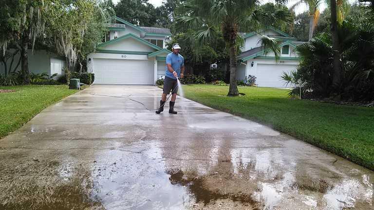 rinsing driveway oldsmar.jpg