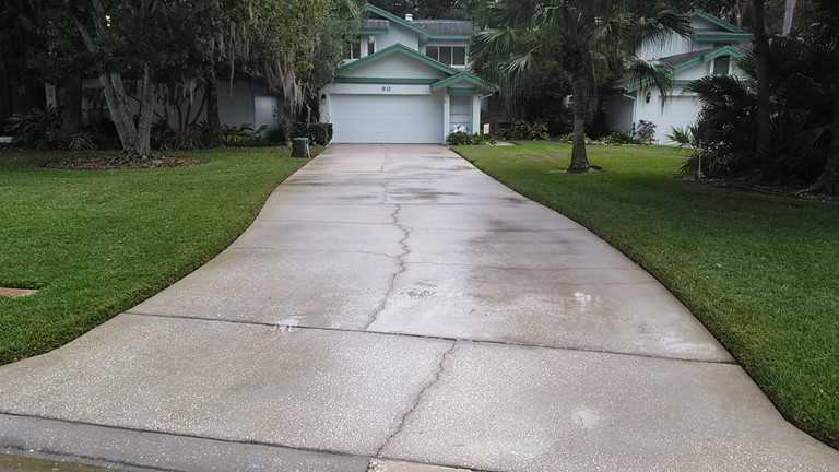 Pressure washing Oldsmar. Beautiful clean driveway.jpg